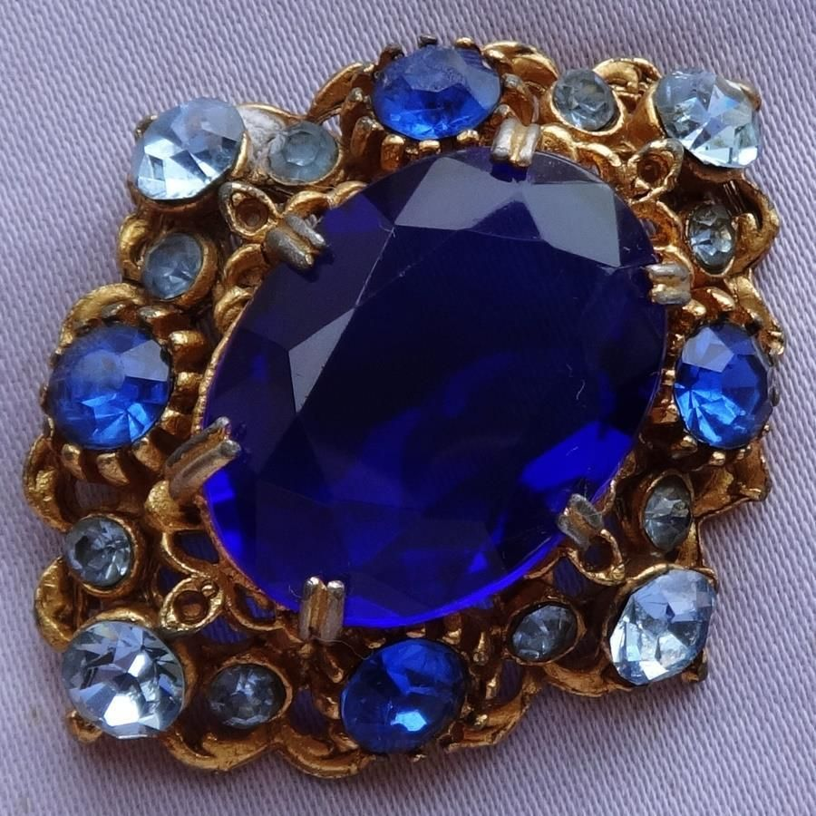 fabric brooch on with depositphotos sapphire stock a gold diamonds photo large eye silk