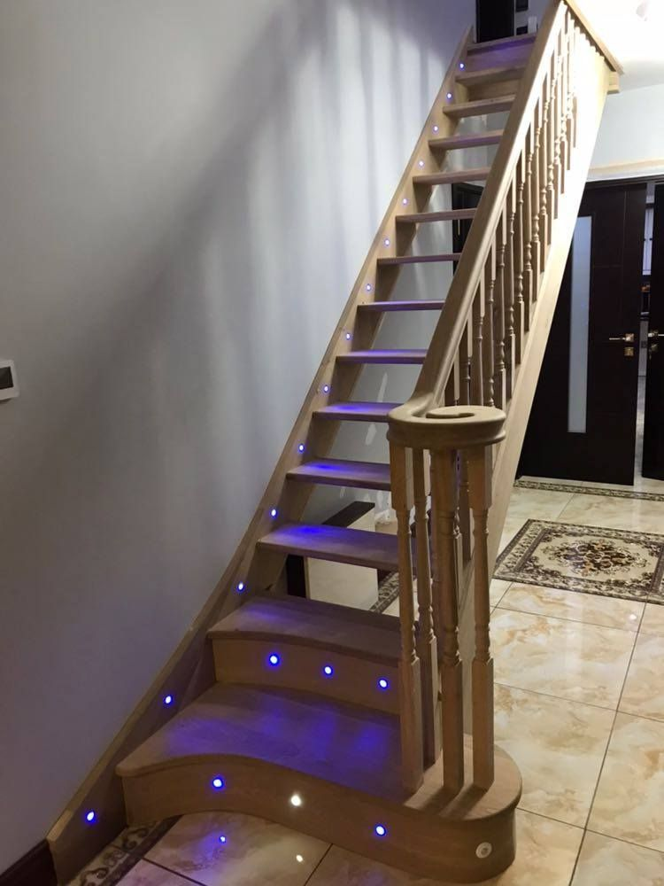 American Oak Wood staircase with a trendy curvy D step