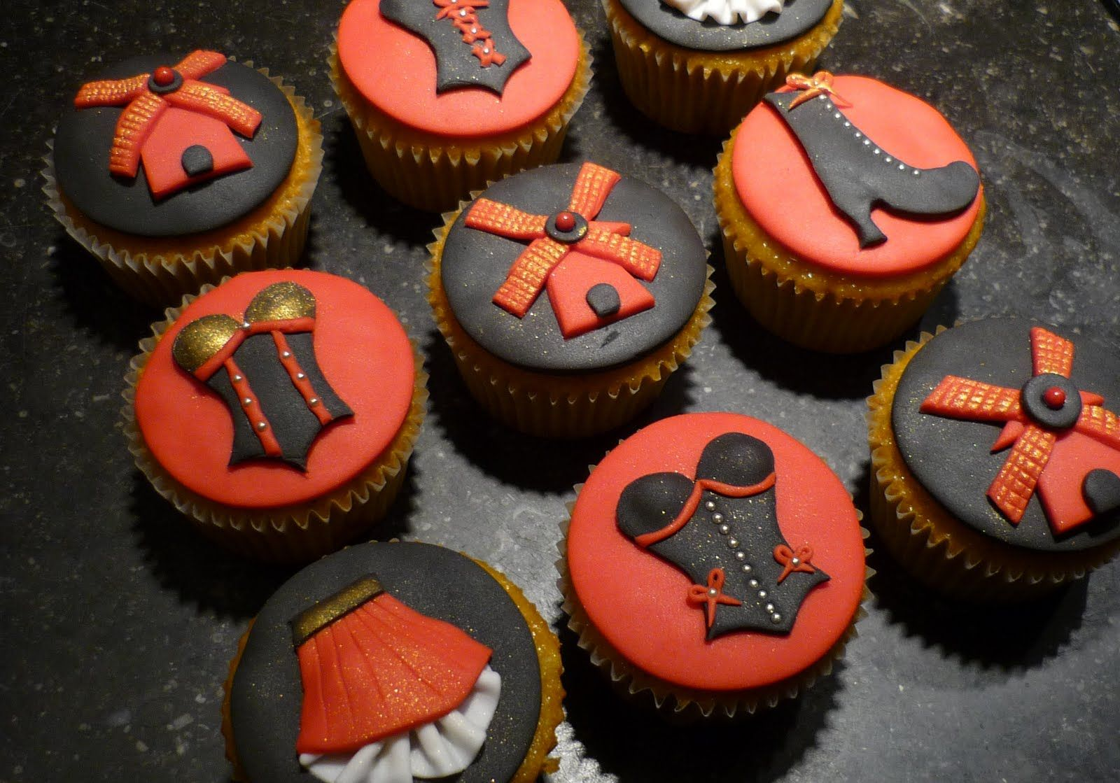 moulin rouge cupcakes | Mini & cupcake decor | Moulin ...