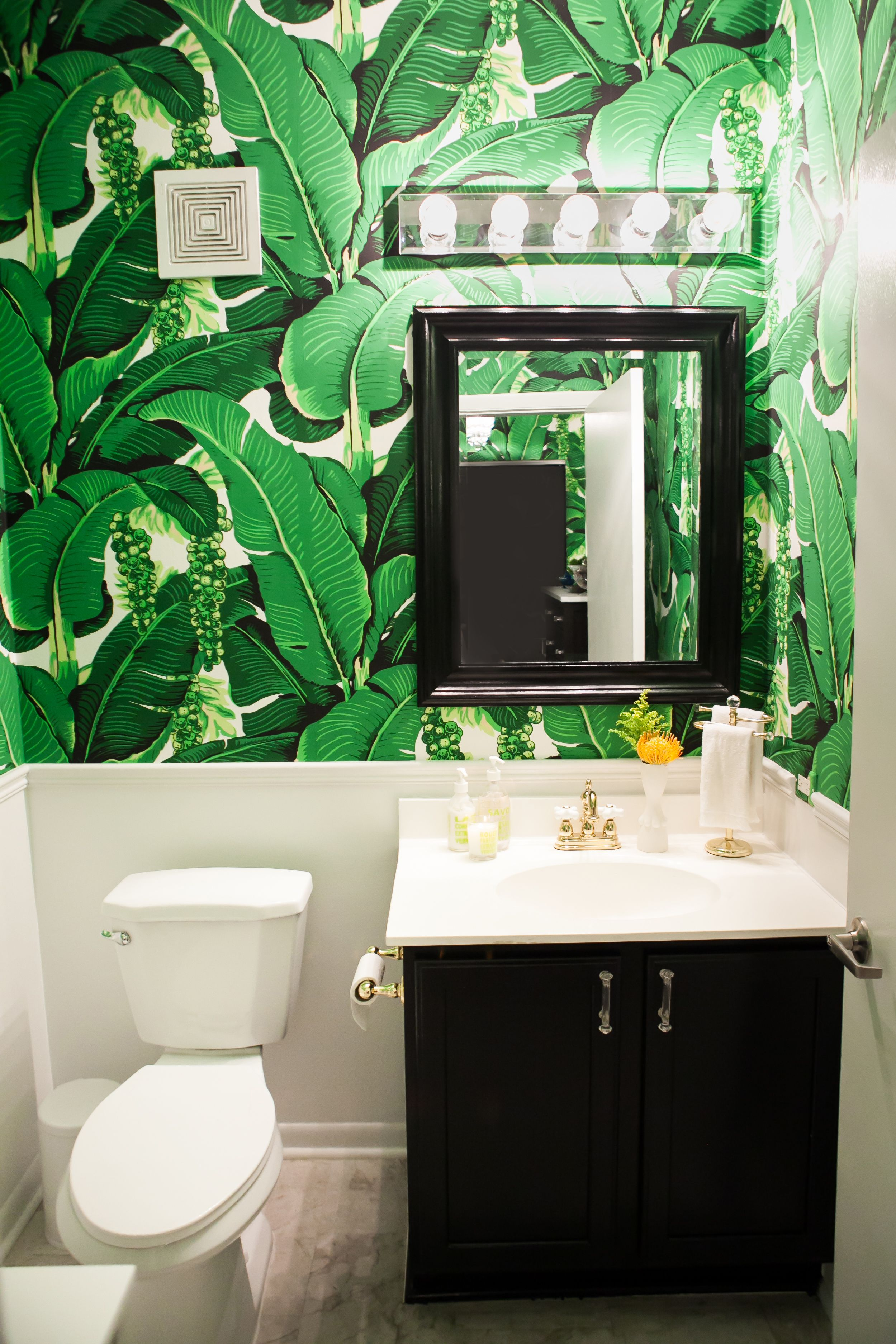 Gold and brass fixtures and faucets promising or passe apartment - Amelia Canham Eaton S Chicago Apartment Bathroom Banana Leaf Wallpaper Photography
