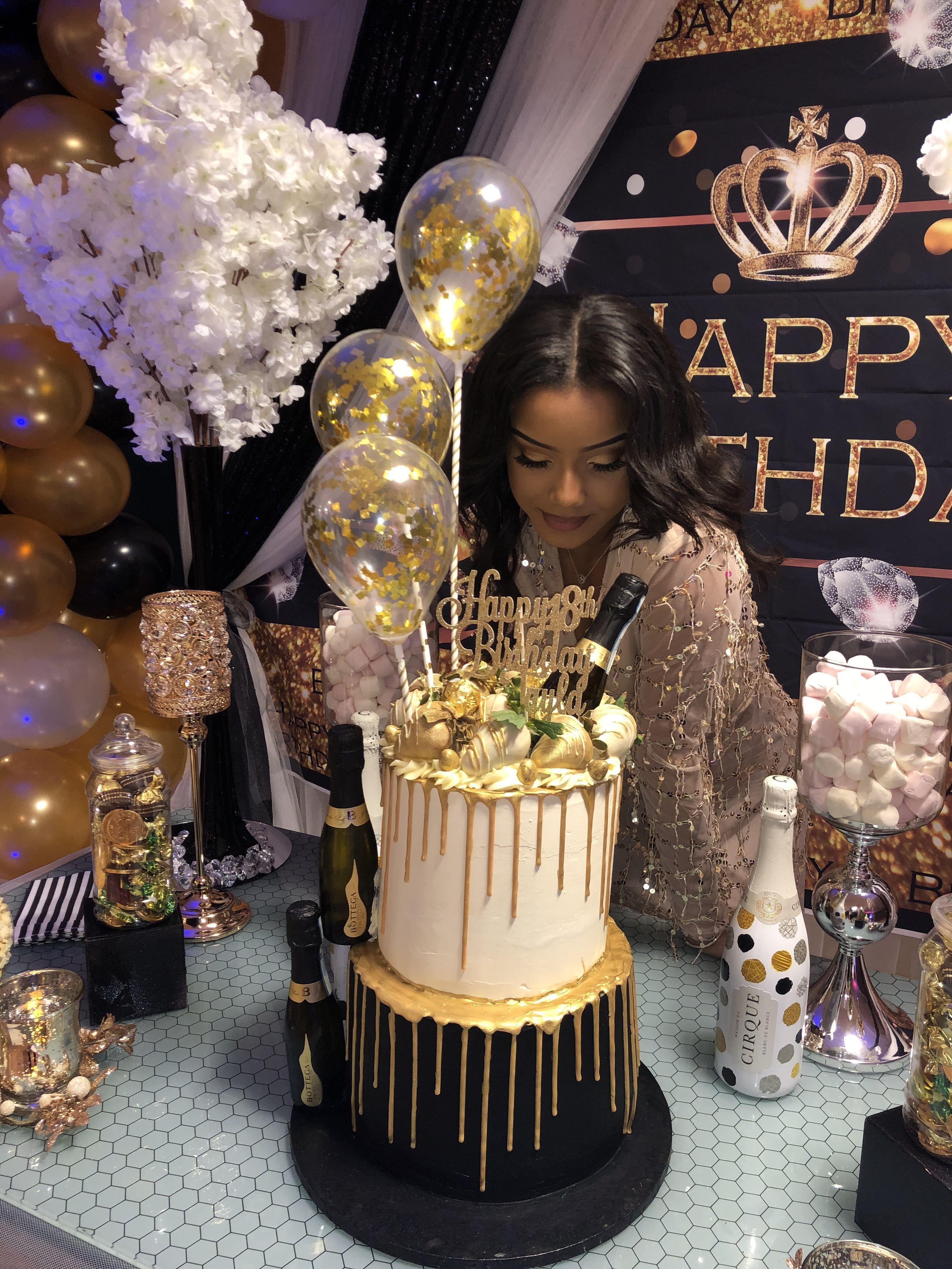 Black White Prosecco Balloon Cake 21stbirthdaydecorations 21st Birthday Cakes 18th Birthday Party Beautiful Birthday Cakes