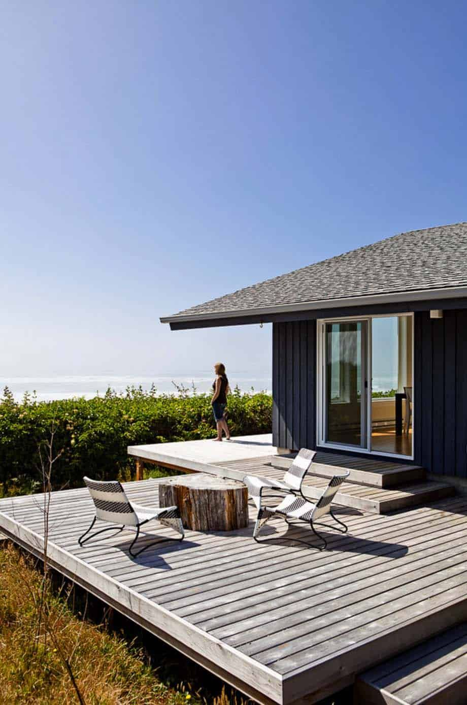 30 Amazing Beach Style Deck Ideas Promoting Relaxation Beach House Deck Modern Beach House House Deck