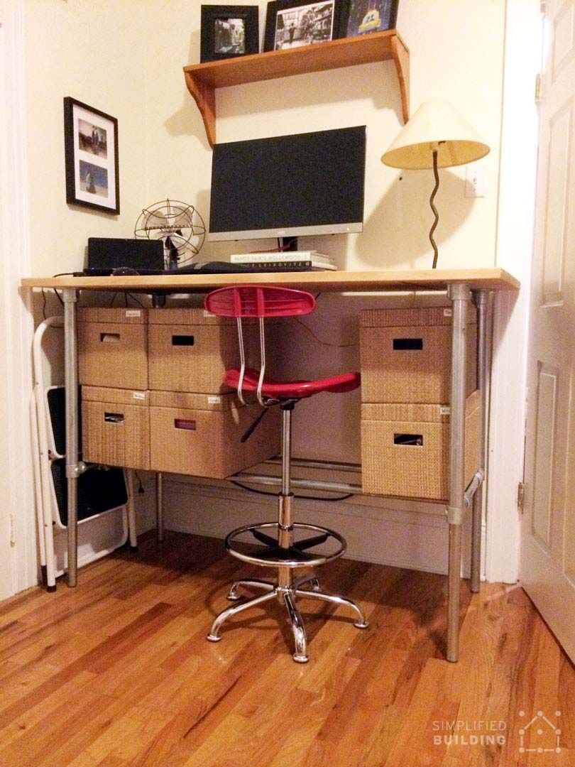 Standing Desk With Storage Boxes Underneath Keeklamp Diy Standingdesk Pipedesk Pipefurniture Diy Standing Desk Diy Desk Desk