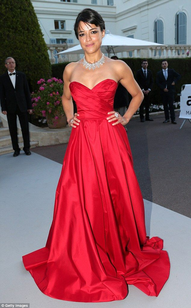 Lady In Red Michelle Rodriguez Wore A Ed Romona Keveza Dress With Sweetheart Neckli