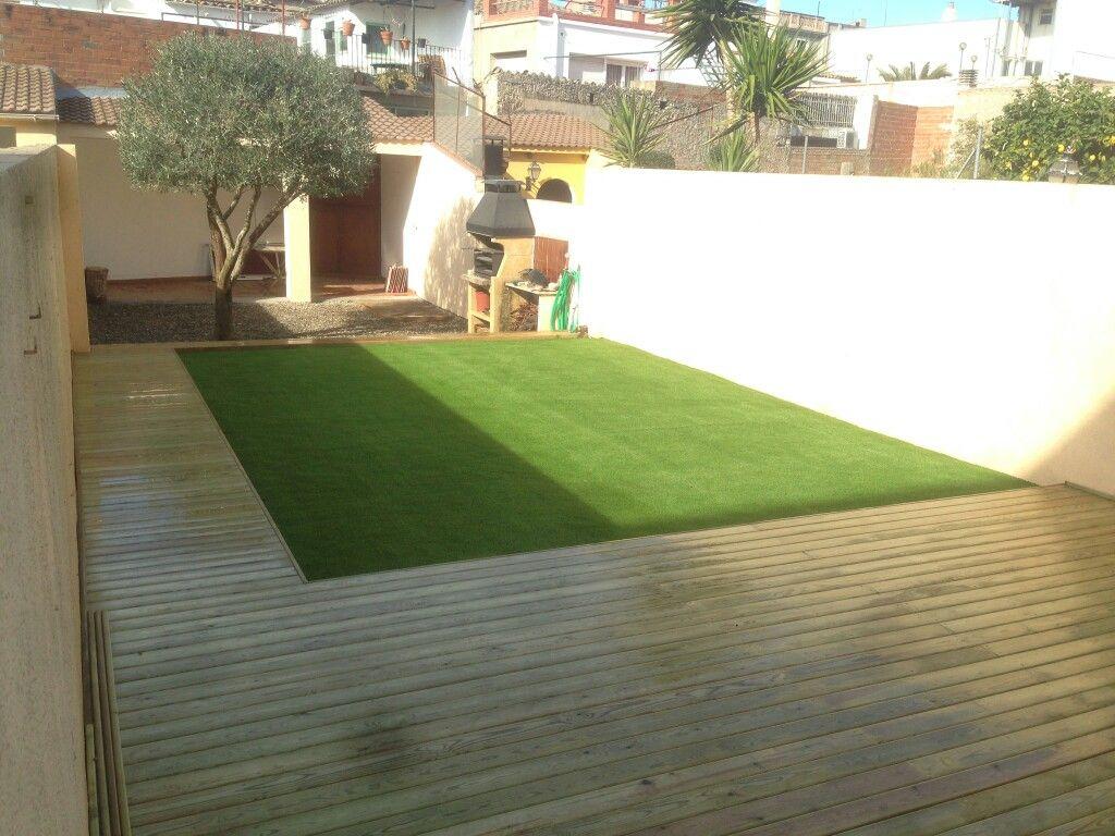 Jardin con madera de pino tratada para exterior con cesped artificial jardines madera - Madera de pino tratada ...