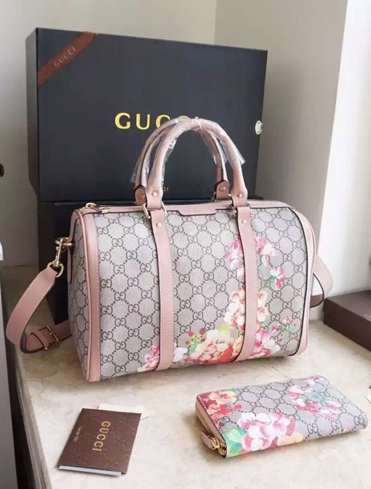 Gucci Blooms GG Supreme Boston Bag in Pink Leather Trim ... 5e7942736f7e9