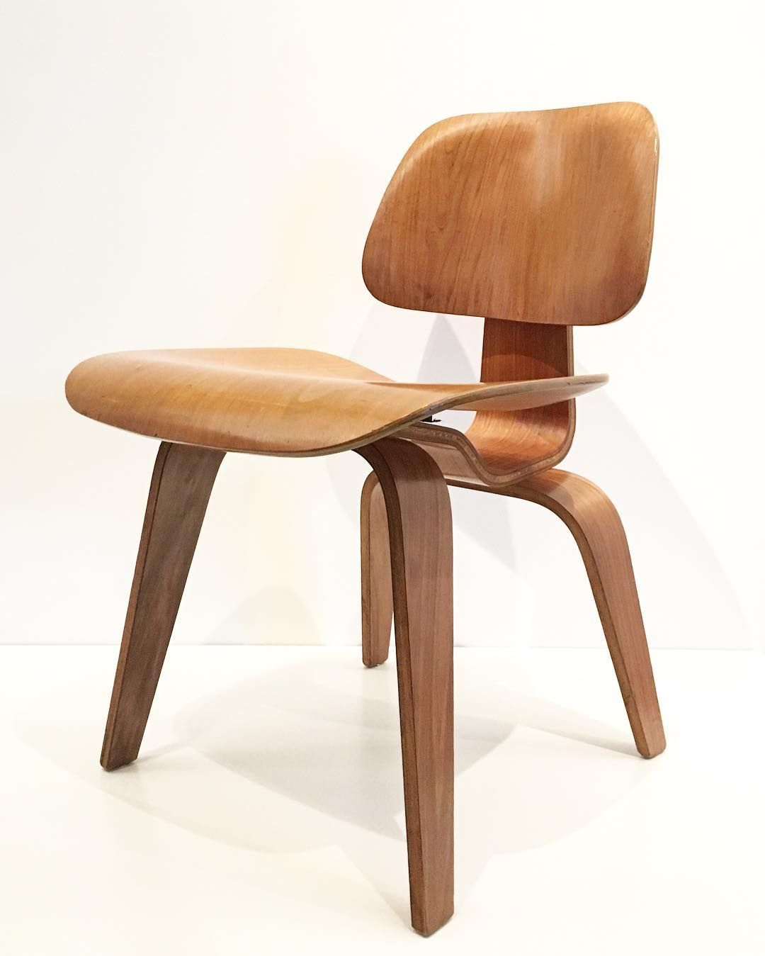 Loving this original Eames chair on display at the Nelson Atkins ...