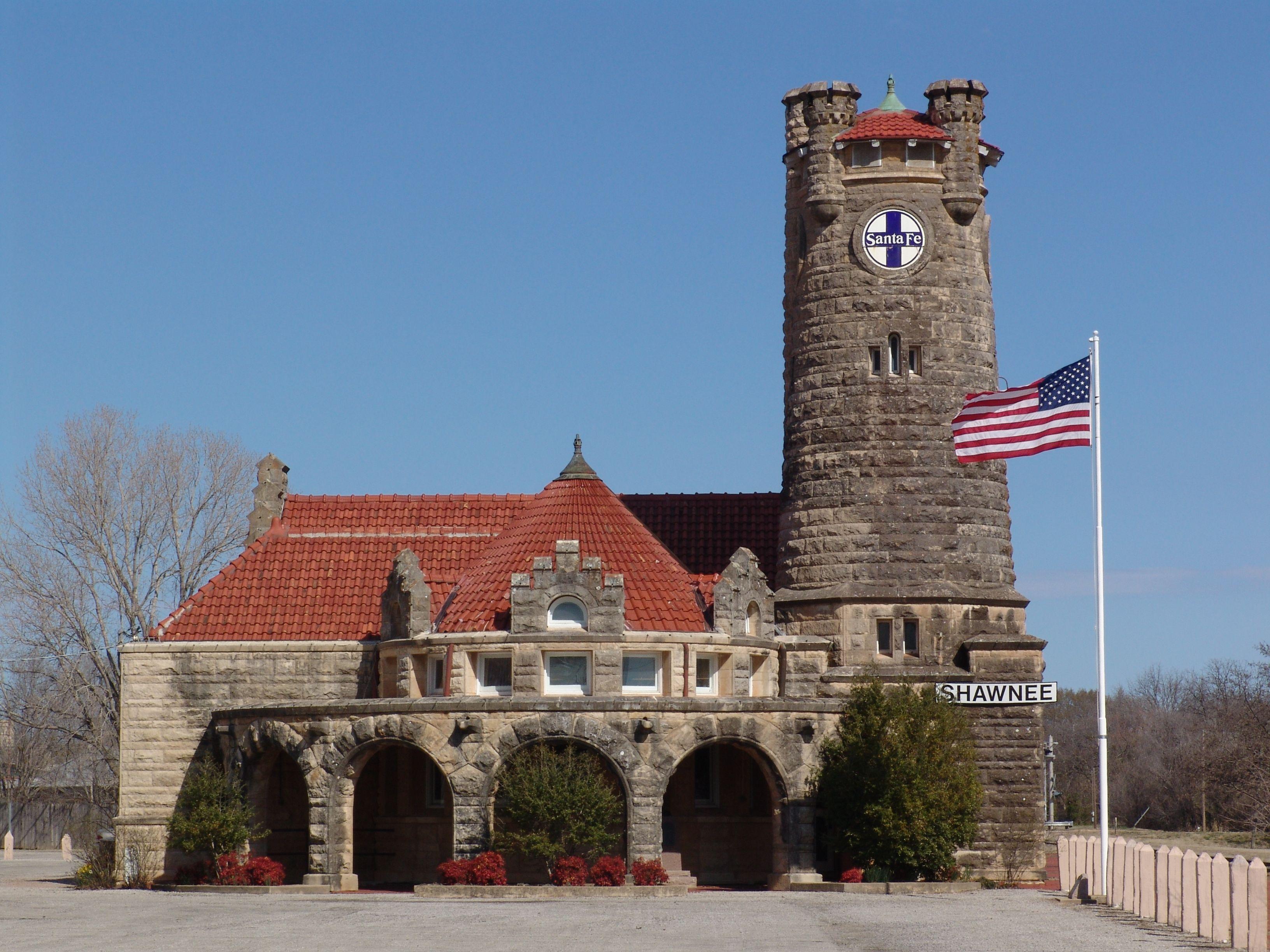 Old Santa Fe Train Depot Shawnee Oklahoma Train Depot Railroad Station Train Station