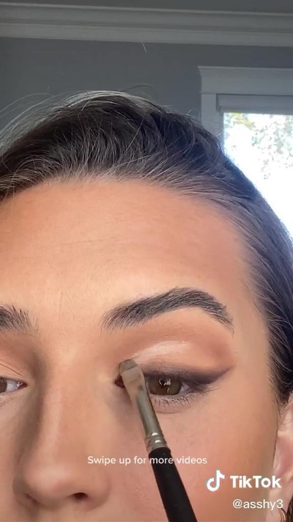 Pin By Mariangel Bravo On Makeup Video In 2020 Eye Makeup Glowing Makeup Makeup Eyeliner