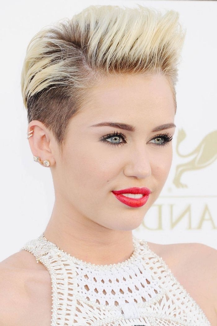 id e coiffure description coiffure c l brit de miley cyrus coupe courte pour femme aux. Black Bedroom Furniture Sets. Home Design Ideas