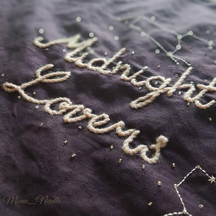 "Polubienia: 213, komentarze: 10 – Eun-jeong Lee (@momo_needle) na Instagramie: ""🌟🌟🌟 . . . #자수타그램 #자수 #손자수 #자수글씨 #자수작업 #울자수 #midnight #lovers #刺繡 #bordado #embroidery…"""