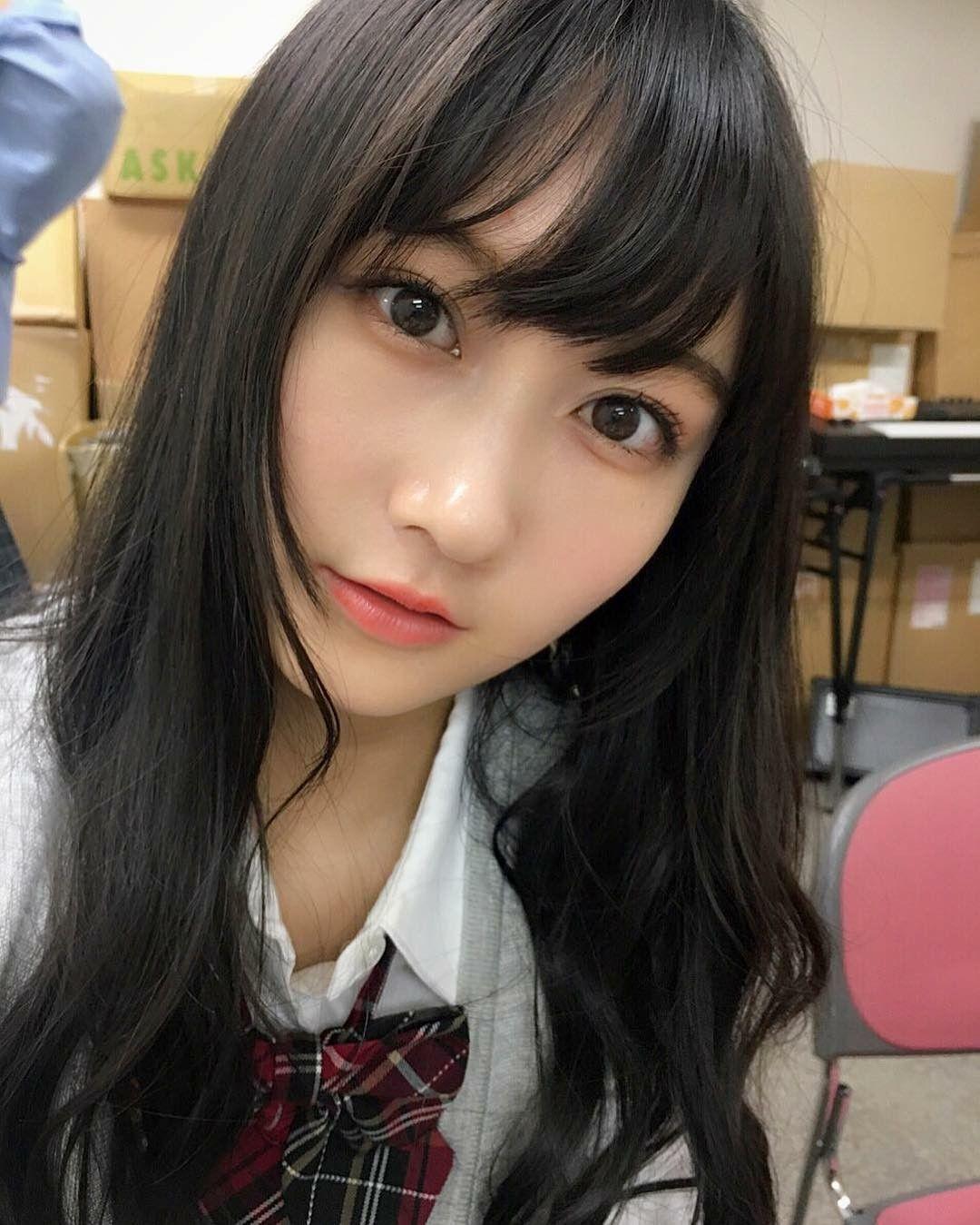 制服姿の矢倉楓子
