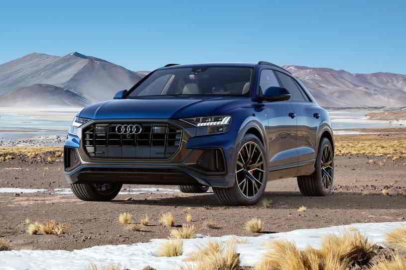 أودي Q8 2020 تتميز بتصميم داخلي جميل وواسع ومناولة جيدة ودرجة أمان رائعة والعديد من الميزات القياسية وتصنف في النصف العلوي لفئة السيارات الدفع الر In 2020 Audi Suv Car
