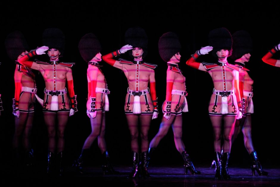 Crazy horse & Les dessous du Crazy Horse | Crazy horse paris Paris and Horses