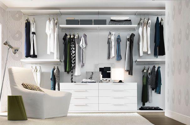 P inspiration monochrome walk in closets fashionlab open kledingkast diy kledingkast - Kleine kledingkast ...