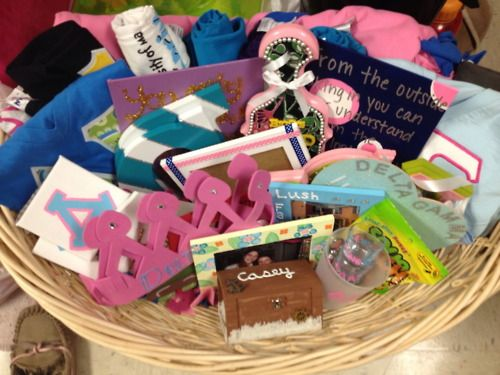 TONS of crafts you can make for your Big and Little! AMAZING!