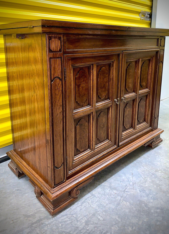 Traditional Thomasville Furniture Buffet / Sideboard / Bar