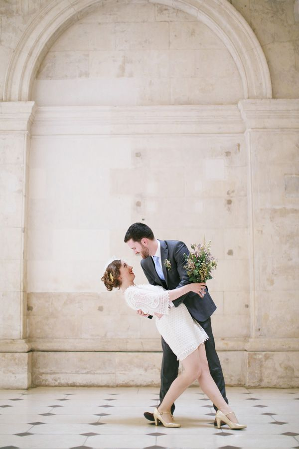 vintage bride and groom. Read More - http://onefabday.com/dublin-city-hall-wedding-2/