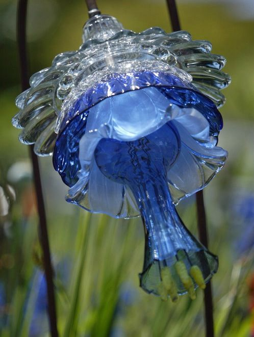 Glass flowers by washington artist mike urban garden for Recycled glass flowers