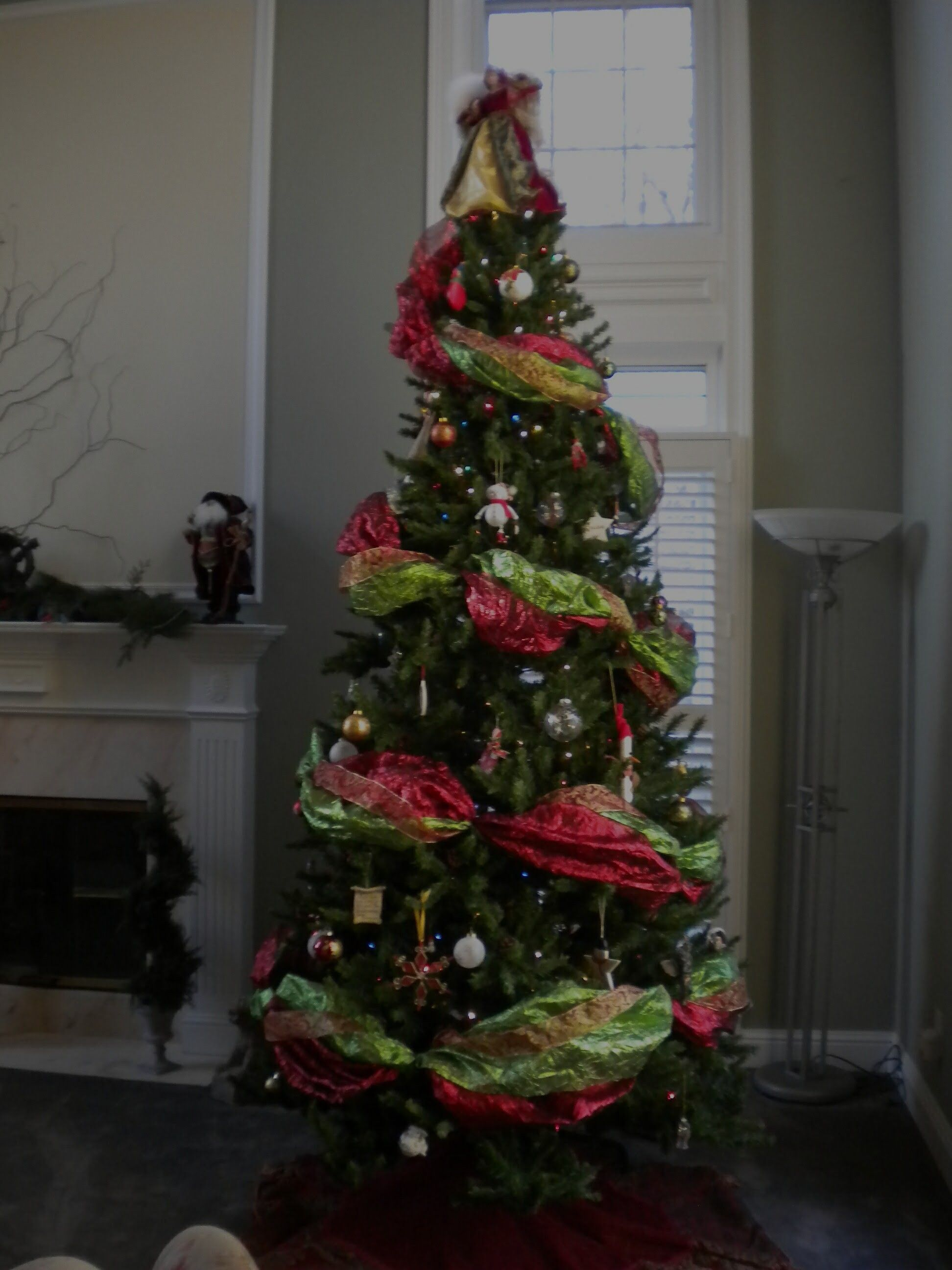 how to use garland on a christmas tree