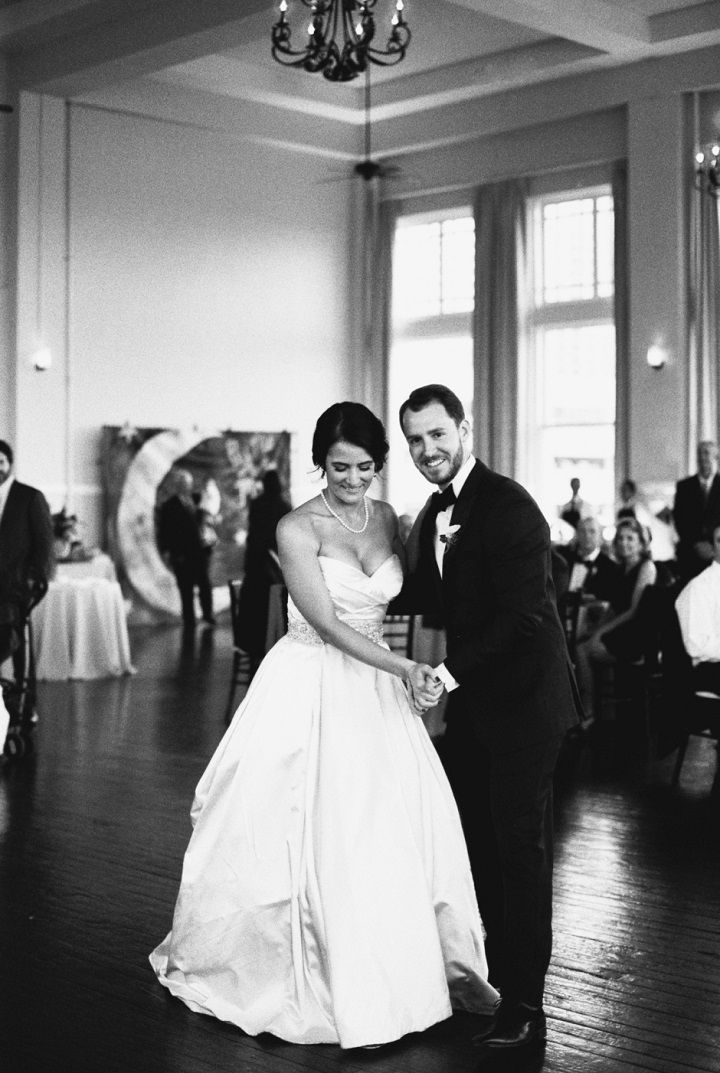 Bride and groom first wedding dance | itakeyou.co.uk