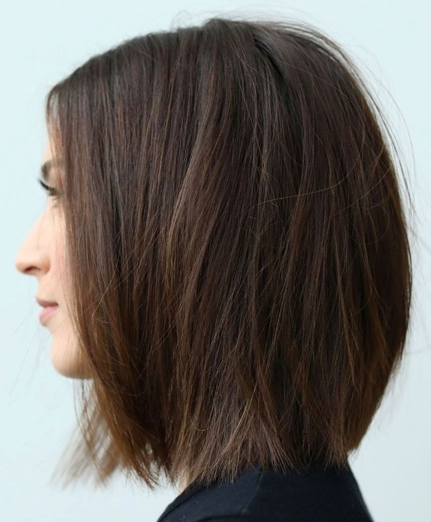 60 Fun And Flattering Medium Hairstyles For Women One Length Bob With Razored Ends Bobhairstylesmedium F In 2020 One Length Hair Medium Hair Styles Hair Styles