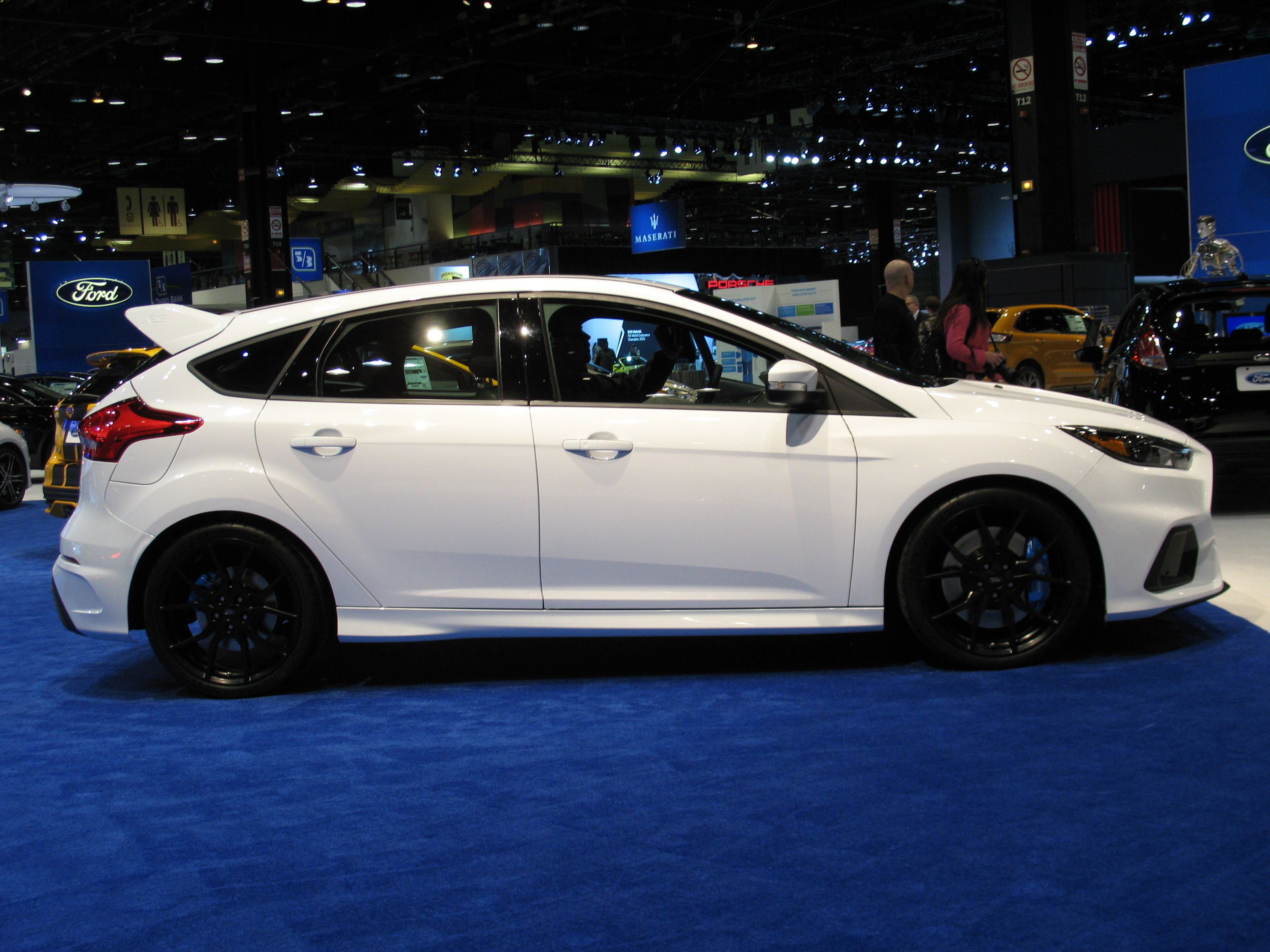 2016 ford focus rs hatchback side view