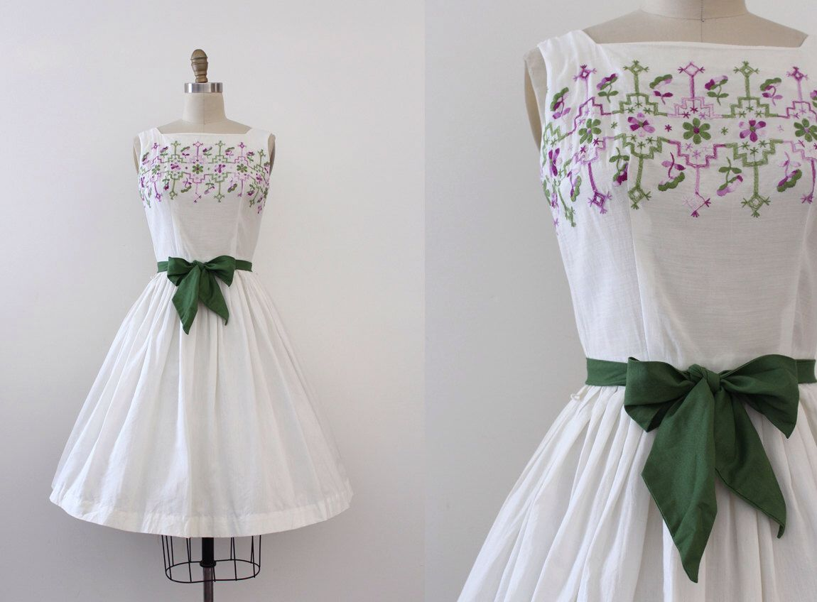 vintage 1950s dress // 50s white embroidered dress by TrunkofDresses on Etsy https://www.etsy.com/listing/464404271/vintage-1950s-dress-50s-white