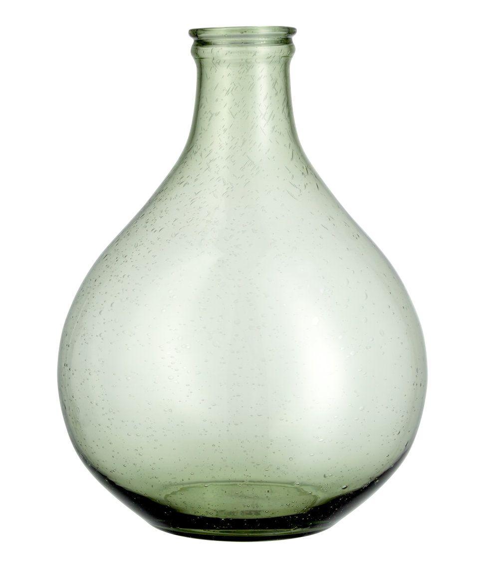 Sjekk ut dette! En stor vase i glass med synlige luftbobler. Innerdiameter øverst ca 5,5, høyde 32 cm. - Besøk hm.com for å se mer.