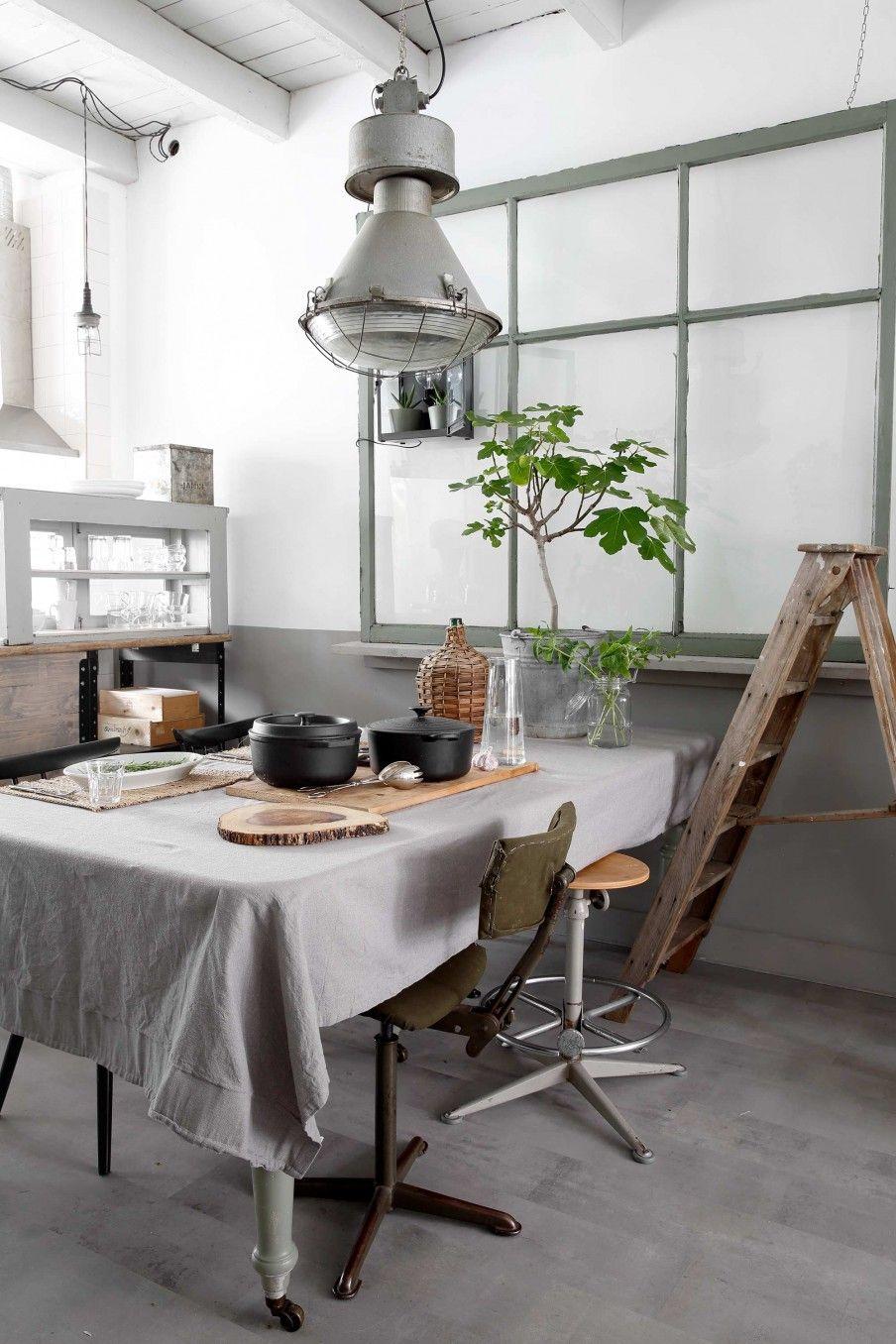 industrieel interieur vintage botanisch grijs groen beton ...