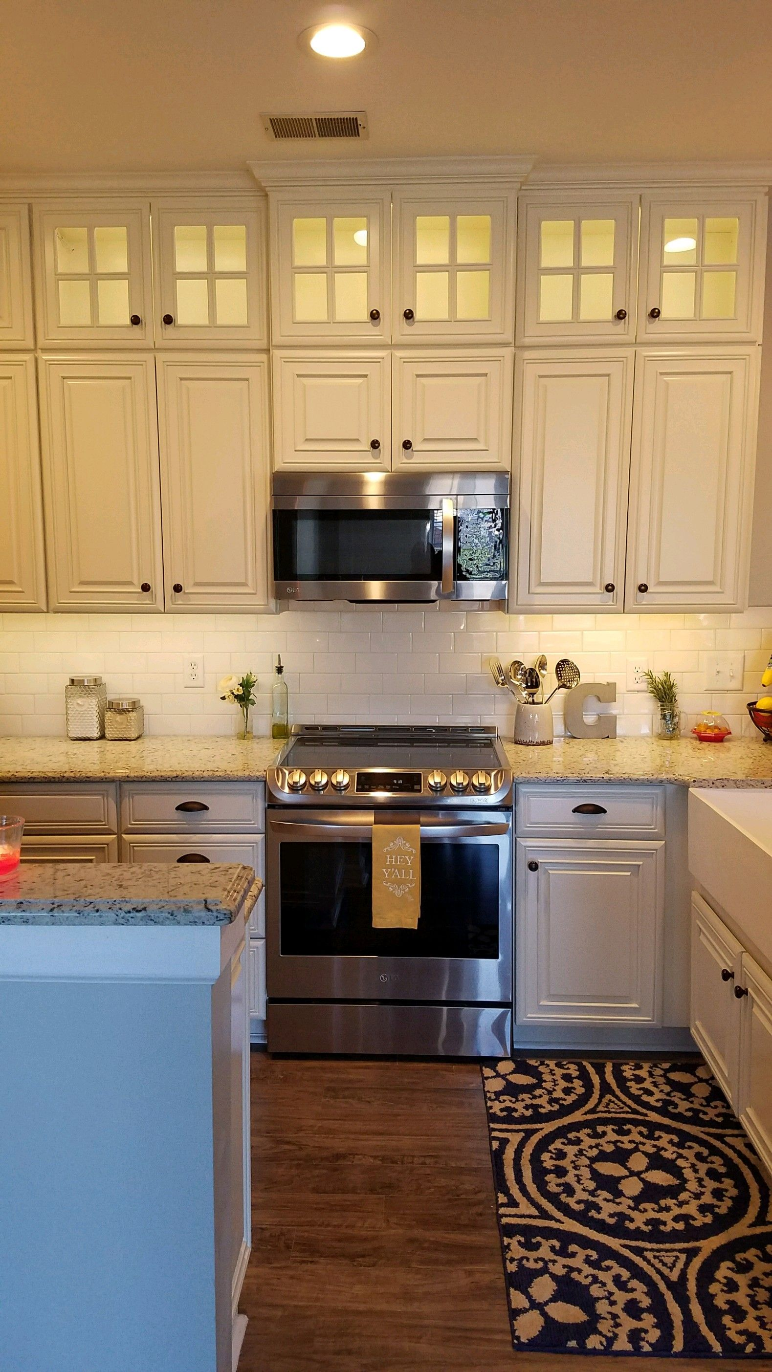 Bright And Fresh These Are The Words That Come To Mind When You Look At This Beautif Kitchen Remodeling Services Kitchen Installation Kitchen Cabinet Remodel