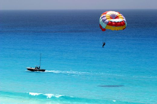 Best Beach Honeymoon Activities Parasailing A Fun Activity That S Can Do Together