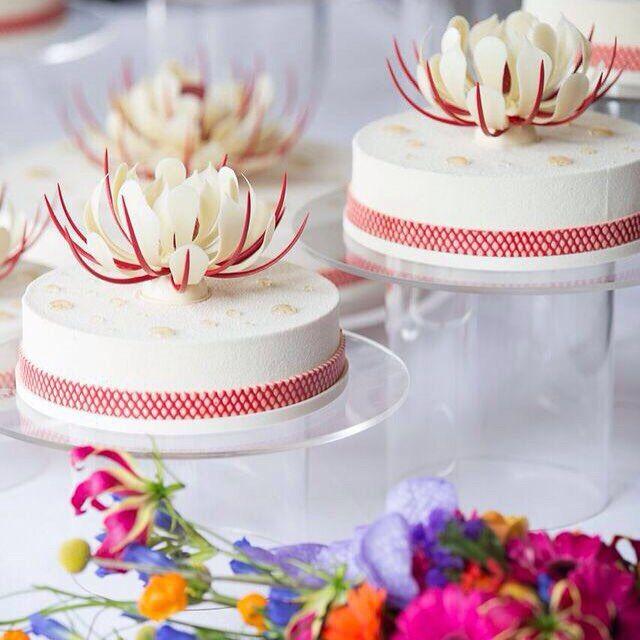 Wedding cake of last week #pastry #weddingcake #wedding #chocolate #flowers