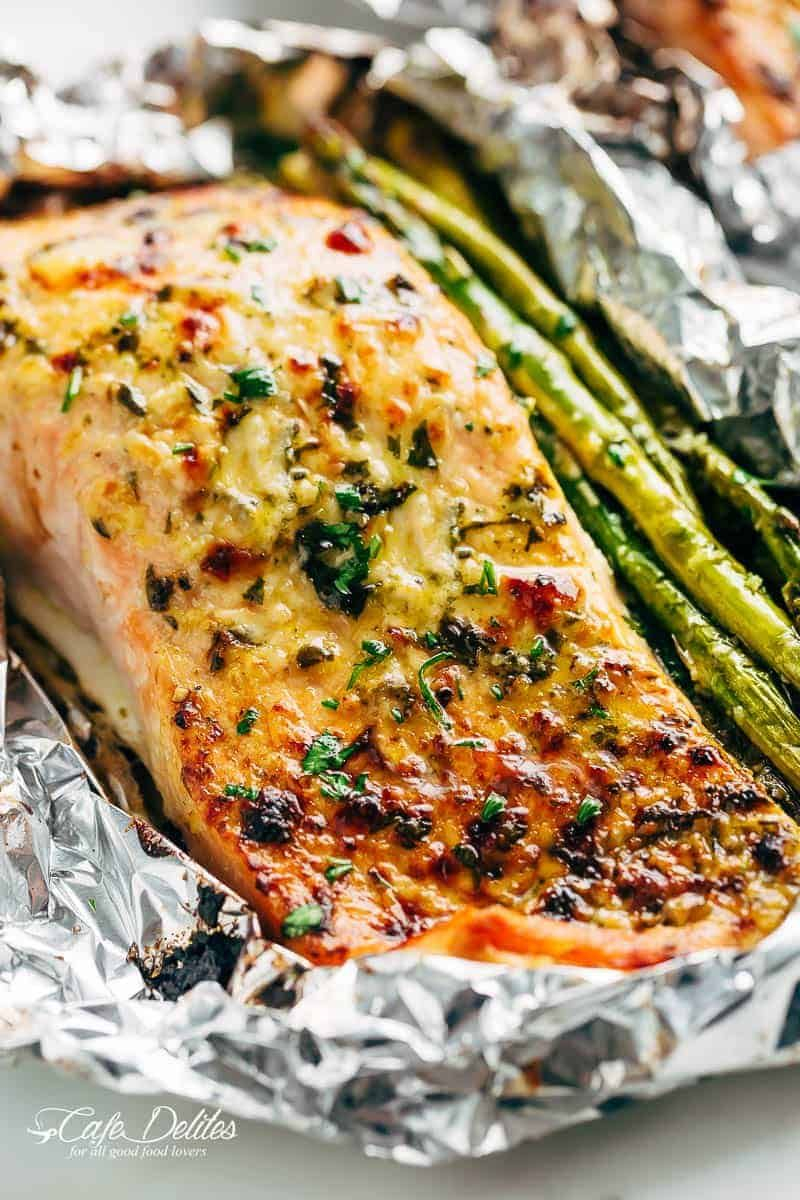 Photo of Lemon Parmesan Salmon & Asparagus Foil Packs are so easy to make, and are packed…