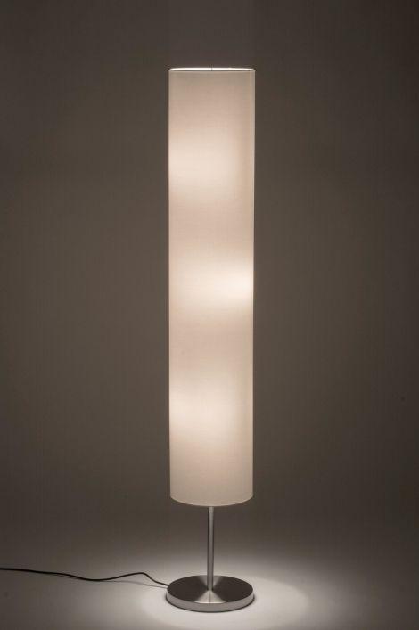 art hoge uitvoering van deze sfeervolle vloerlamp in staal