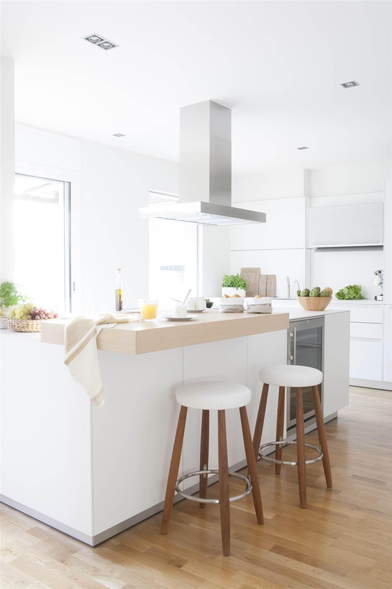 Una Cocina Muy Calida Cocinas Blancas Decoracion De Cocina