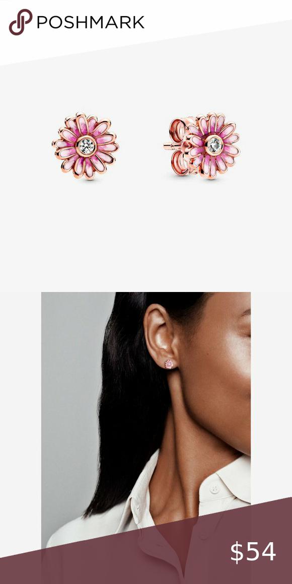 Nwt Pandora Pink Daisy Flower Stud Earrings In 2020 Flower Studs Flower Earrings Studs Pandora Pink