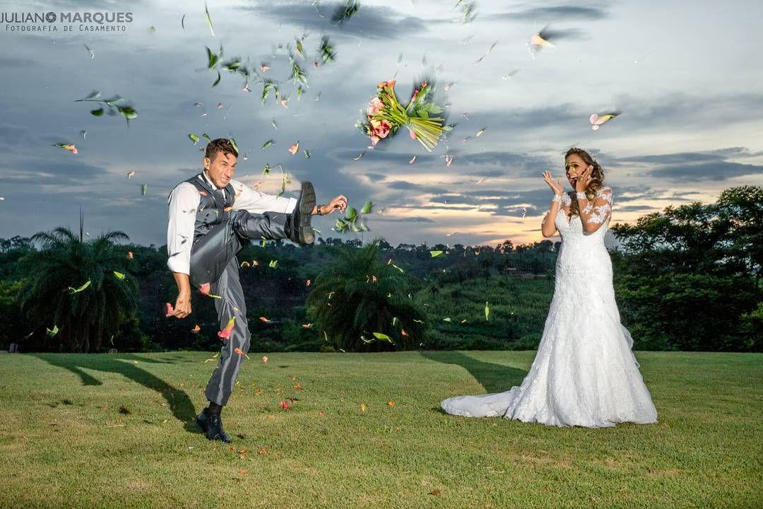 Já pensou que a memória do seu casamento dependerá do olhar do seu fotógrafo? Deu casamento merece um olhar diferenciado moderno e sofisticado. Exclusividade e profissionalismo! Whatsapp: (31) 99218-2640 . A #HistóriaDoSeuCasamento contada por quem sabe!  #fotografia #fotografiaDeCasamento #casamento #CasamentoBH #casandoEmBH #CasamentoFeliz #CasandoEmContagem #Noiva #noivas #NoivaFeliz #NoivasDeBH #NoivasDeMinas #wedding #fearlessphotographers #FearlessPhotographerscom #photooftheday #bride…