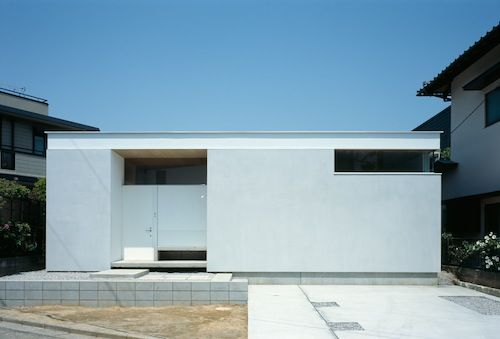 Minimalist house in japan fachada de casa moderna for Casa moderna japonesa