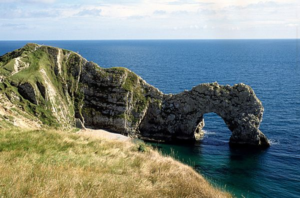 Delicieux The Rock Arch Of Durdle Door On The Dorset Coast Is A Popular Visitor  Attraction.