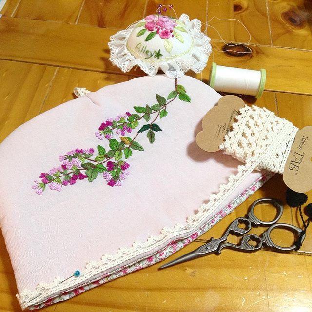 -2016/01/30 🖼나무 백일홍 티코지 만들기~🌸💕 밑단에 레이스를 붙여 러블리하게  완성해야할지...? . . . . . By Alley's home  #embroidery#stitch#stitchbook#stitchembroidery #knitting #crochet#crossstitch #handmade #homemade#needlework #homedecor#antique#blacktea#flower#teatime#vintage#pottery#프랑스자수#창원프랑스자수#진해프랑스자수#프랑스자수스티치북#스티치북#홍차#티타임#프랑스자수티코지#티코지#파우치#나무백일홍