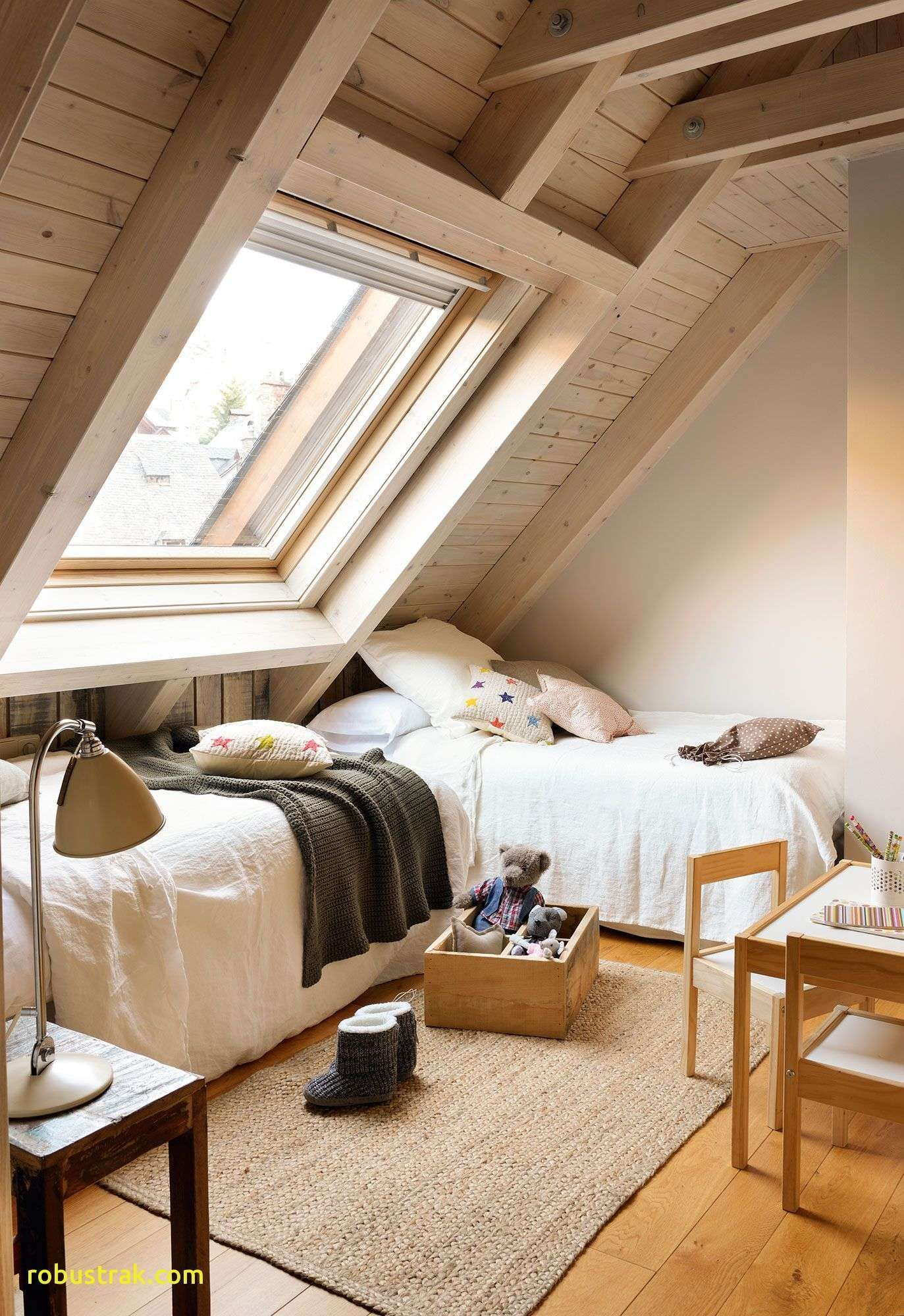 Attic room or bedroom