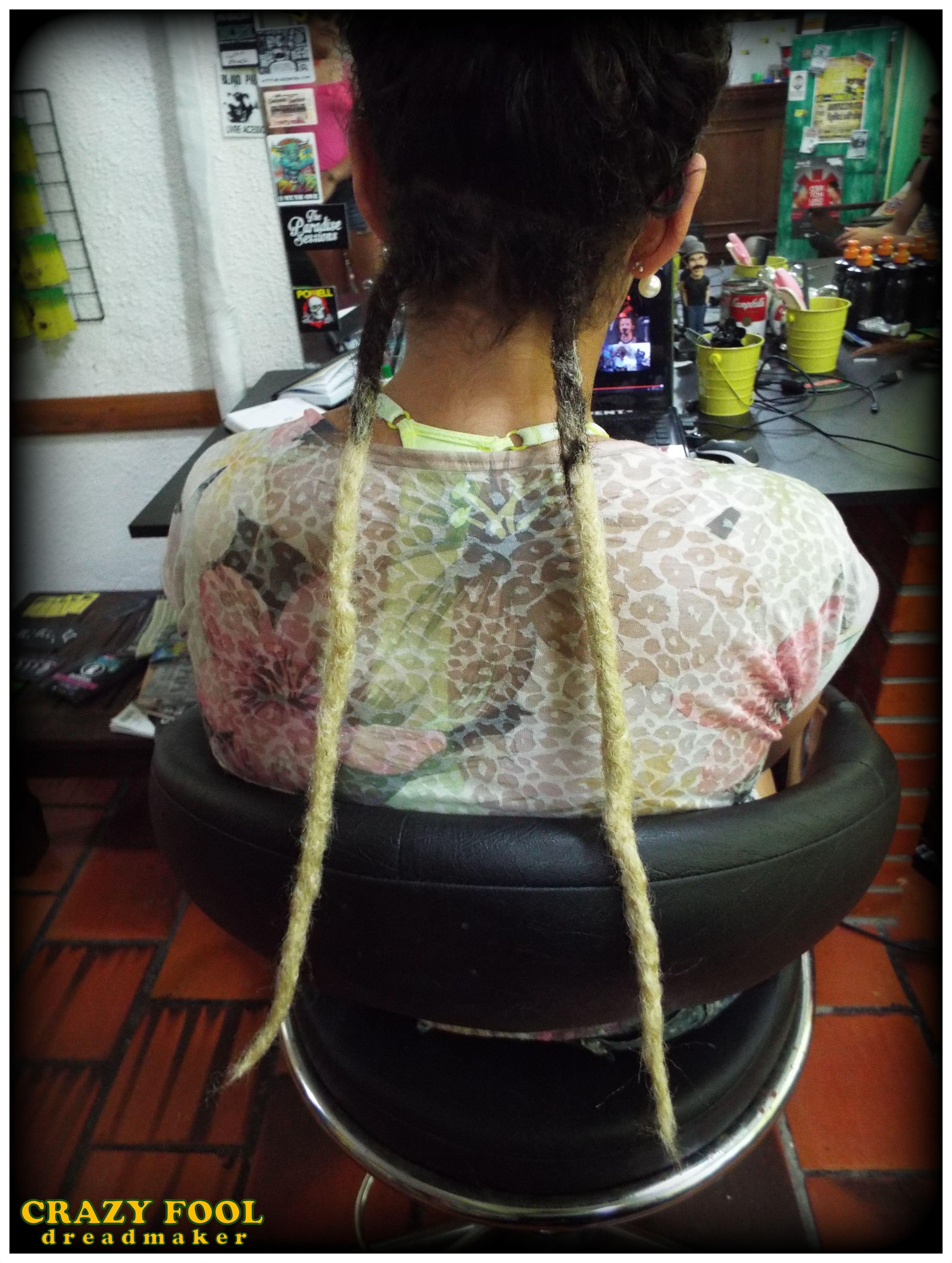 E dreads nos cabelos da irmã de Maria Eduarda também!