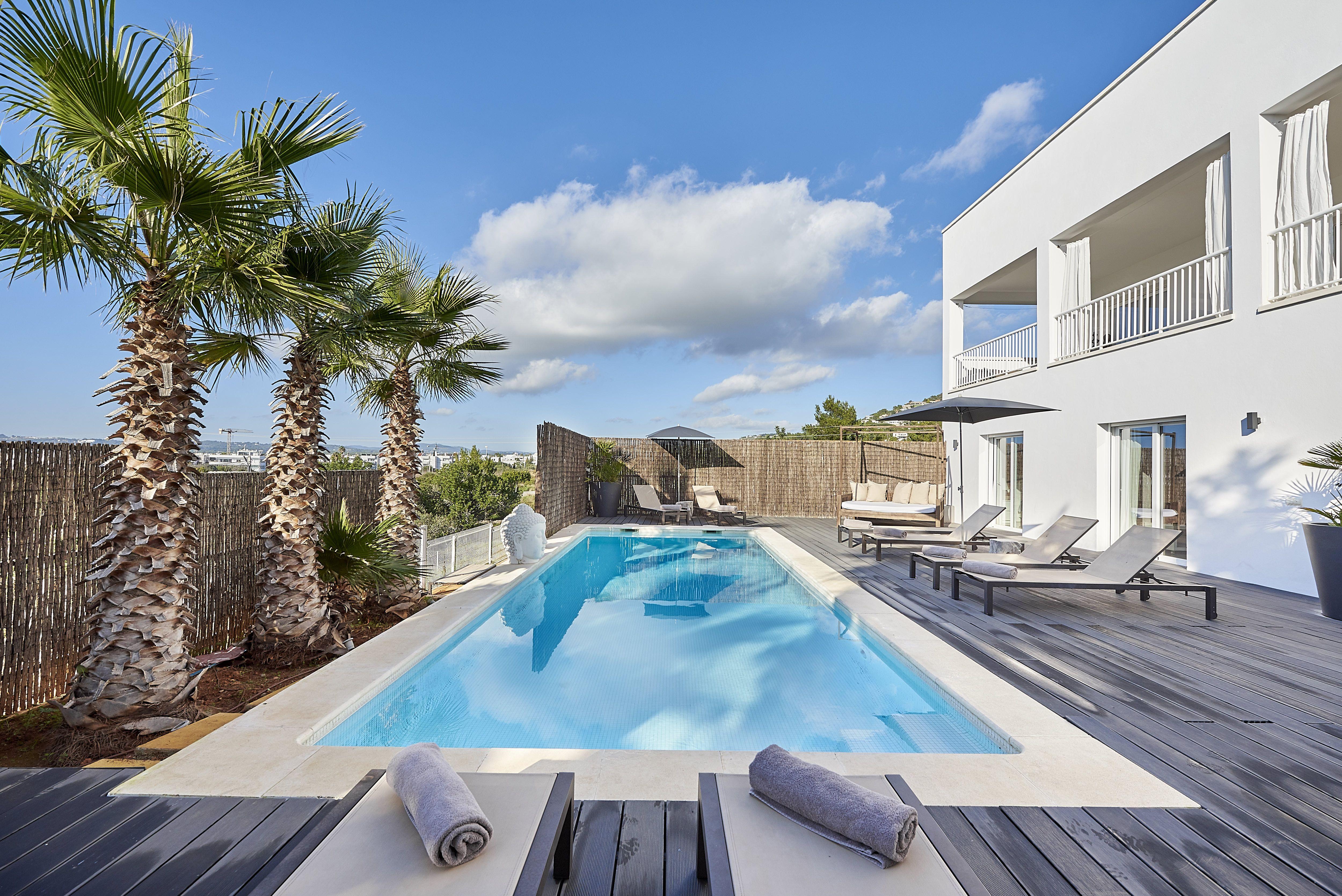 Villa Talamanca Omheinde Tuin Zwembad Achtertuin Villa