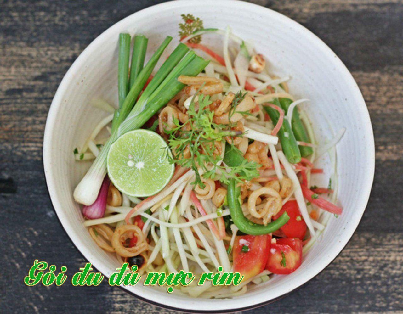 Cách làm món gỏi đu đủ mực rim chua giòn, ngon miệng - http://congthucmonngon.com/135902/cach-lam-mon-goi-du-du-muc-rim-chua-gion-ngon-mieng.html