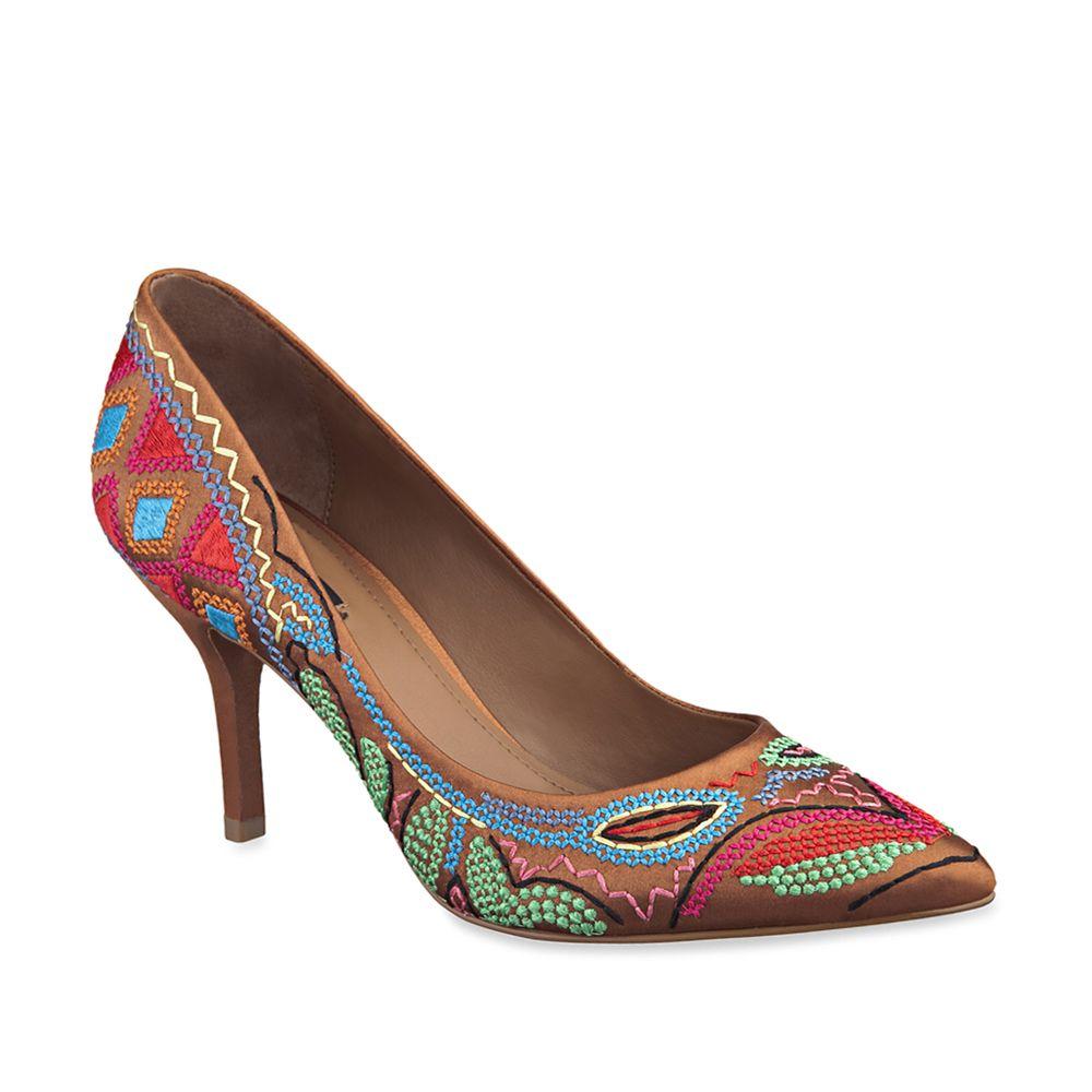 Lindo!! Sapato de cetim bordado da Arezzo. Shoe Show 8788c45a8a9c