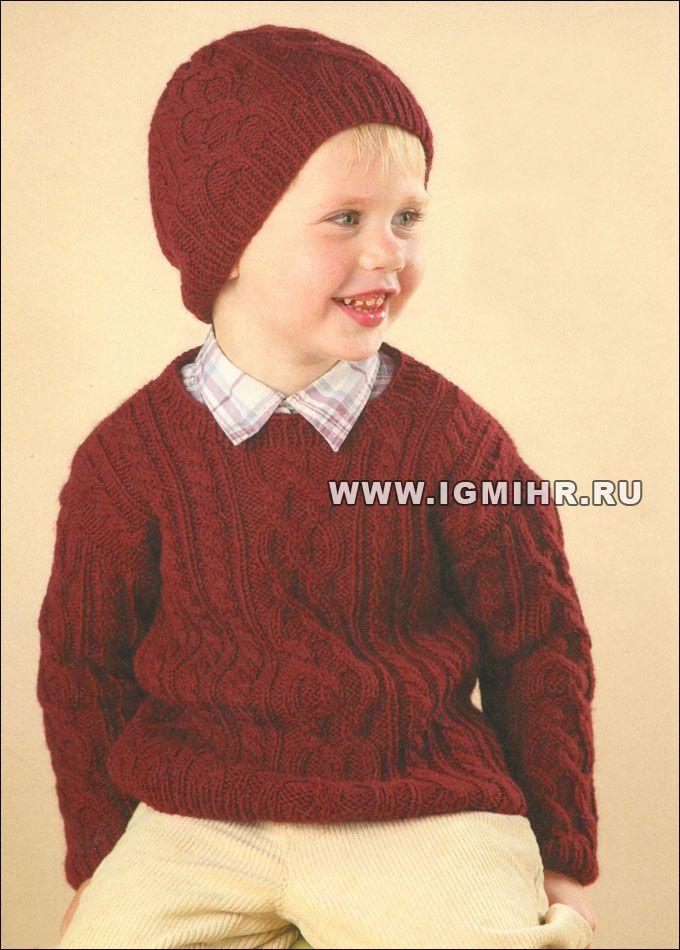 Un suéter caliente y gorra con los patrones de Aran para un niño de ...