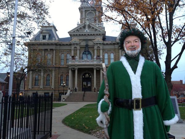 Dickens character in front of the Guernsey County Courthouse