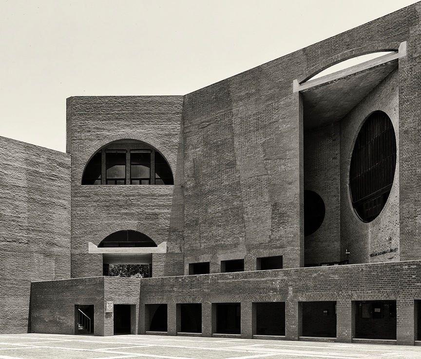 La historia como ruina restaurada para la arquitectura... Kahn en la India.