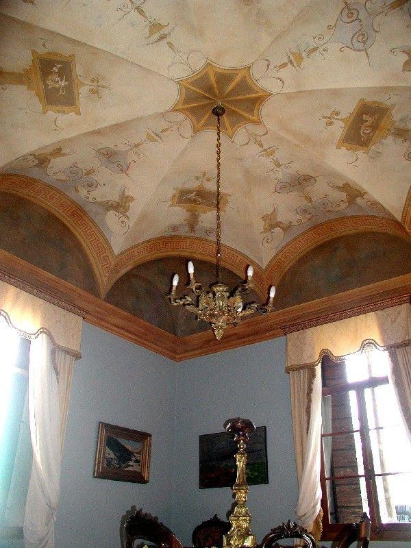 Decorazione settecentesca in una camera delcastello di bevilacqua,Verona